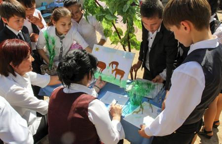 Children with Saiga Drawing